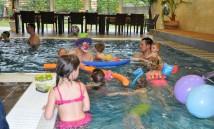 klaun v bazénu 1