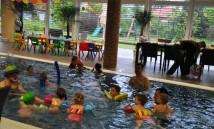 klaun v bazénu 3